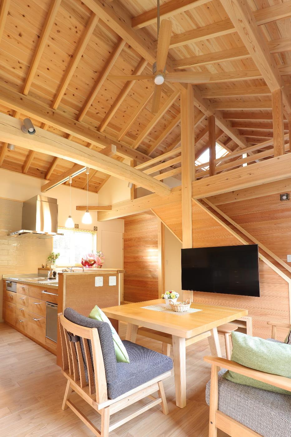 50代からの家づくり 木のキッチン 自然素材の家