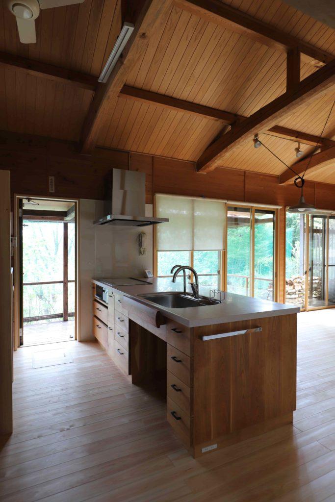木の家の木のキッチン、山桜のキッチン